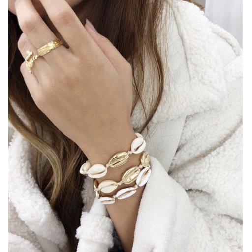 Single gold Shell friendship bracelet